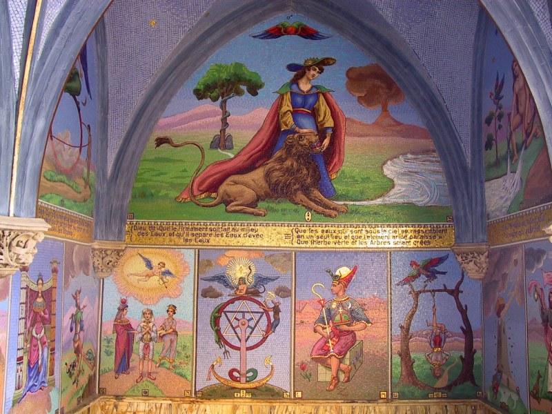 http://tarosite.com/sites/default/files/pictures/chapelle_bleue_voussures_21.jpg